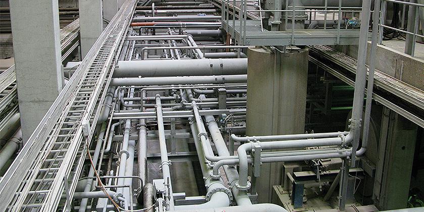Hydraulik Montage Wir fertigen und montieren komplette Rohranlagen für Hydraulikfunktionen und Komponentenleitungen:  •in Stahl für z.B. Polyol und Isocyanat  •in Edelstahl für z.B. Harz- und Aminhärter, auf Wunsch auch doppelwandige Ausführung der Rohrleitungen z.B. für temperaturkonstante Medien